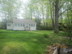 Cozy cottage for rent, Constance Bay