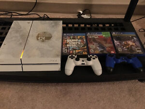 Ps4 custom design. 2 controllers and 3 games