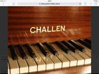 Baby Grand piano CHALLEN
