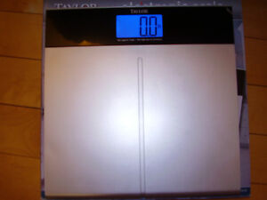 """TAYLOR Electronic Scale with Accu-Glo Backlight - Only .5"""" Thick Kitchener / Waterloo Kitchener Area image 2"""