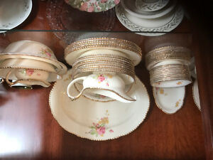 Classical Victorian style English dinner set