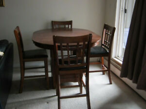 Moving sell.very clean dinning table for sell