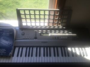 Yamaha psr-303 keyboard excellent condition