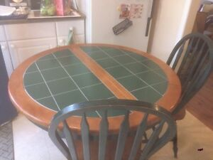 Kitchen table  Kawartha Lakes Peterborough Area image 1
