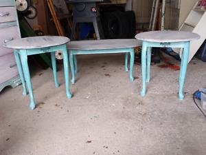 Elegant coffee table set