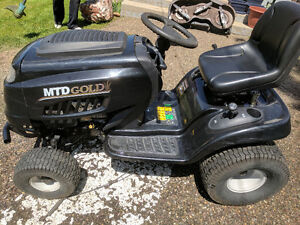 RIDING LAWN MOWER/TRACTOR