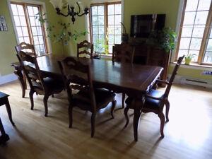 Ensemble Salle à Dîner, Table, 6 Chaises et Buffet en Chêne