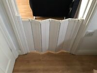 Retractable stair gate