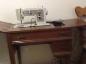 Sewing Machine With Solid Wood Sewing Table