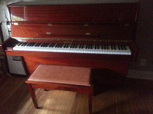 """Wurlitzer 42"""" Upright Piano"""