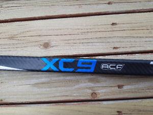 2 True XC9 ACF Grip Intermediate Composite Hockey Stick RH