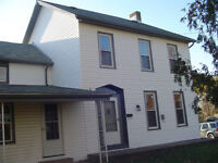 Renovated 3 BD house-HYW 406 & Oackdale