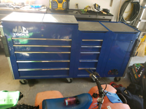 Mac tools tool box cart set up with attachments