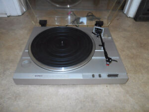 Hitachi  HT-21 Stereo turntable.  Looks and sounds great!