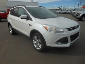 2015 Ford Escape SE AWD ECO BOOST w/Leather, Heated Seats & Su..