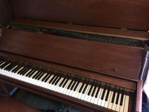 Piano for sale $250 or best offer, appraised at $300