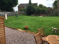 2 BED FLAT WITH LARGE GARDEN - GREAT LOCATION