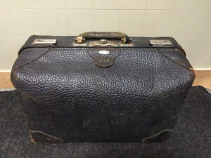 ANTIQUE MILWAUKEE STAMPING COMPANY SUITCASE