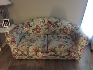 Pullout Couch - Weighs 20 pounds