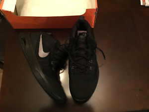 Nike versitile basketball shoes only 85$ never worn