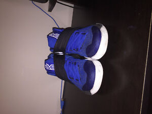 Kyrie 2 Shoes Blue/Black/White 8.5/10 Condition! Size 8.5 US