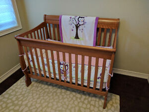 Matching convertable crib and changing table with drawers