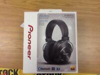 Headphones/pioneer-sems7bt-k