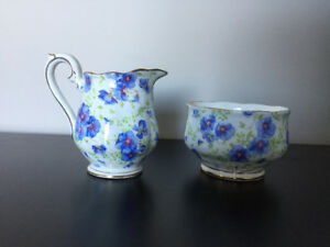 Royal Albert, Blue Pansy ** Sugar Bowl & Creamer