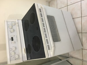 """Whirlpool 30"""" freestanding electric glass top stove range oven"""