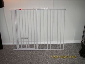 Carlson Pet or Child Gate with Door Cornwall Ontario image 1