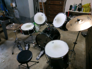 Ludwig drum kit with accessories
