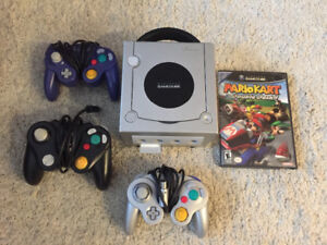 Gamecube Console w/ 3 Controllers + Mario Kart