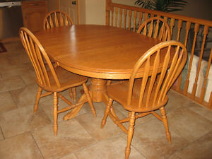 HONEY OAK TABLE AND 4 CHAIRS - smoke and pet free home