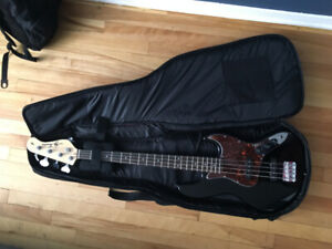 Bass Guitar + case to sell 250$