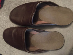 Leather slip on Slippers sz 46 (11)