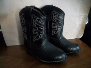 SMALL CHILD      COWBOY BOOTS           SIZE 5   (NEW)