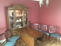 Classic Dining Room table, 5 chairs & Hutch