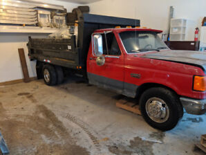 Ford F350 with dump box