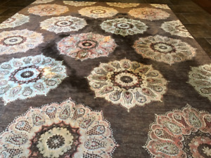 Flower Rug, perfect condition. 5 by 8. Call or text 7802892735.