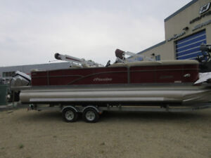 2015 Manitou Oasis 25 Tritoon - 300 Evinrude Etec only 74 hours