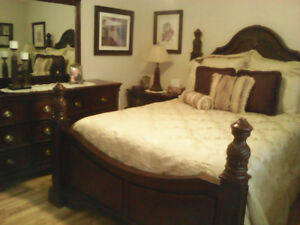 7 PIECE QUEEN SIZE BEDROOM SET