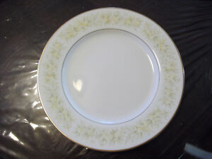 Dinner set 8 setting - like new Reduced now $80. Prev.$135