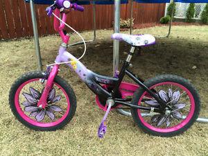 Bicyclette fée clochette pour jeune fille