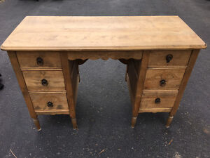 Girl's Antique Vanity Dresser With Six Drawers