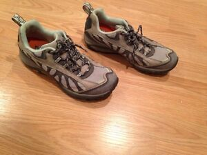 Womens Merrell Siren trail shoe size 9 preowned great shape