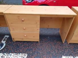 37. Desk/dressing table
