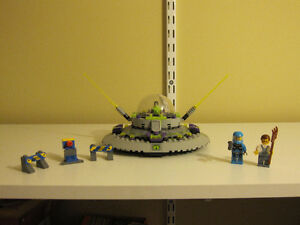 Lego Alien Invasion UFO FULL BUILT SET Sarnia Sarnia Area image 1