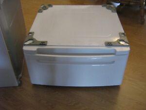 washer/dryer pedestals