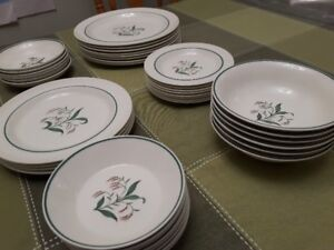 Wedgewood Broomgrass Dinner China $150