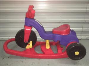 Tricycle 3 en 1 bascule-poussette Fisher Price